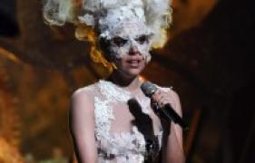 Lady Gaga nackt – Sie zeigt ihre Pussy